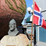 Leif Erikson bust and Norwegian flag